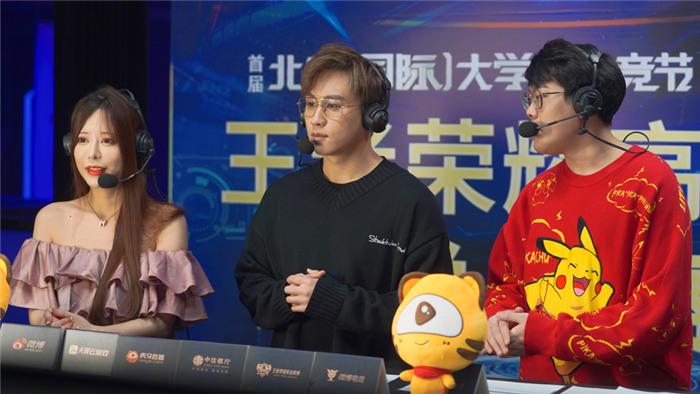 7KPL官方解说李九、居居,虎牙解说兔牙.jpg